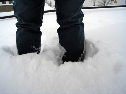 Så här mycket snö har vi nu. Några decimeter.