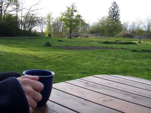 Gräset är klippt, kaffet är belöning.