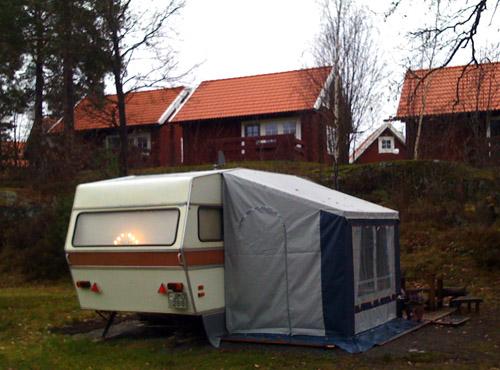 Adventsljusen lyser på campingplatsen. Bild från Lysignsbadet andra advent.
