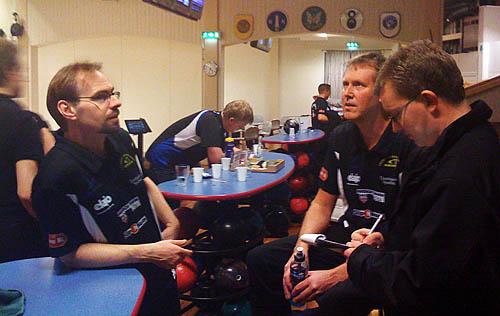 Mikael och Curt intervjuas av min kollega Rikard, som är sportreporter på VT.
