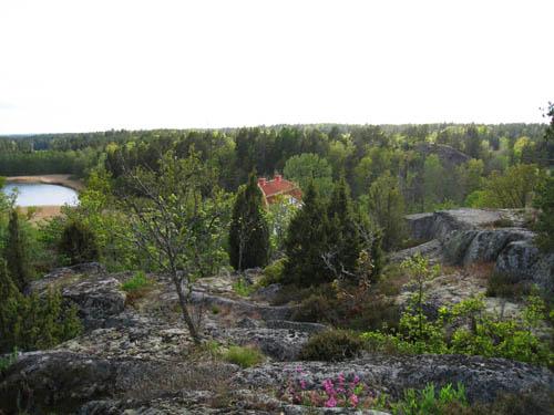 Uppe på Tornkullen. Där nere ligger slottet vid viken.